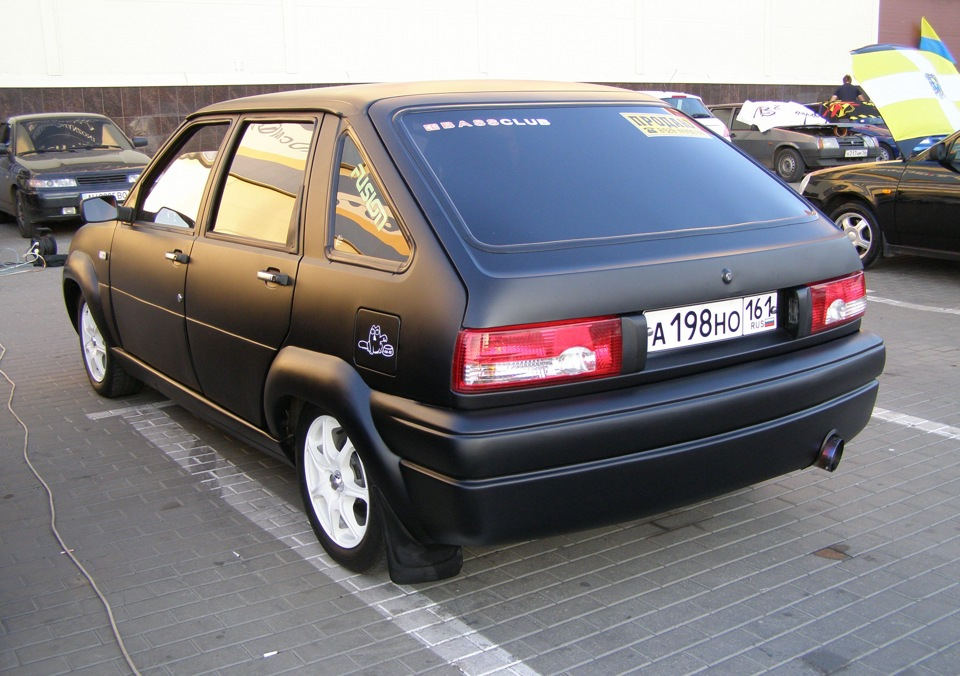 IZH 2126 Oda 5 Door Hatchback 1992
